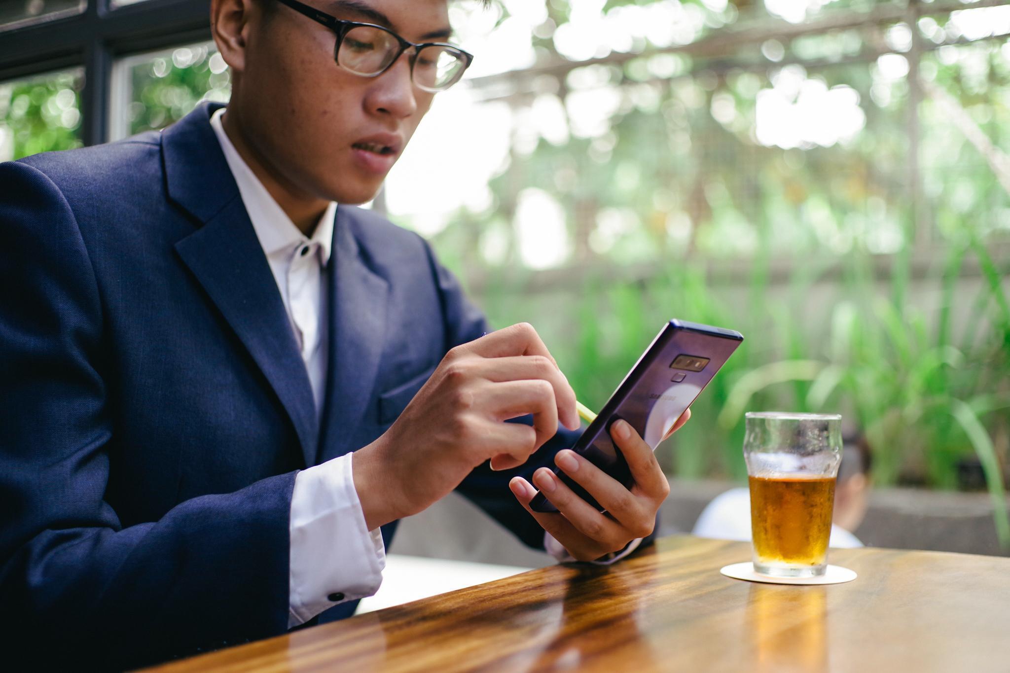 Không chỉ là điện thoại, Galaxy Note9 còn là công cụ tuyệt vời cho chàng trai này kiếm tiền hàng ngày - Ảnh 1.