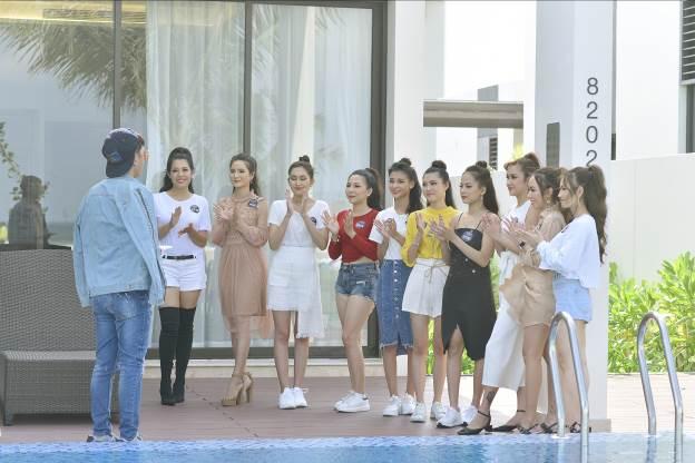 Hậu trường buổi chụp ảnh Top 10 Miss Võ Lâm Truyền Kỳ Mobile - Ảnh 1.