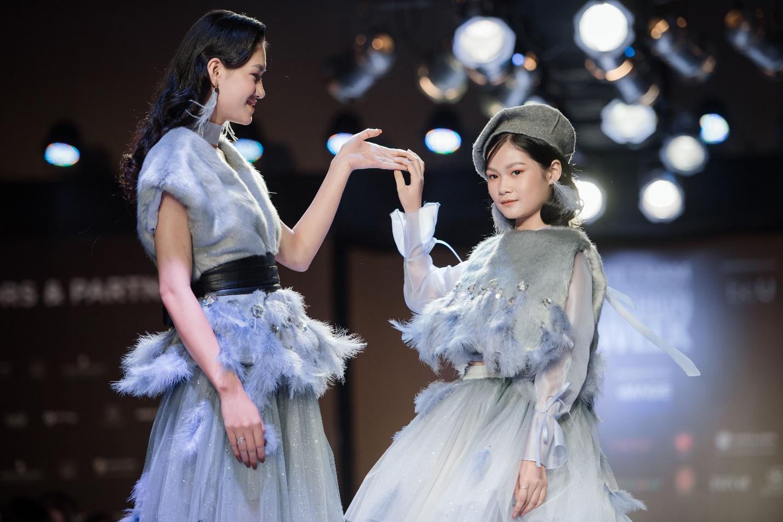 Ekip của chuyên gia trang điểm nổi tiếng Tina Lê tiếp tục đồng hành cùng VIFW Thu – Đông 2018 - Ảnh 6.