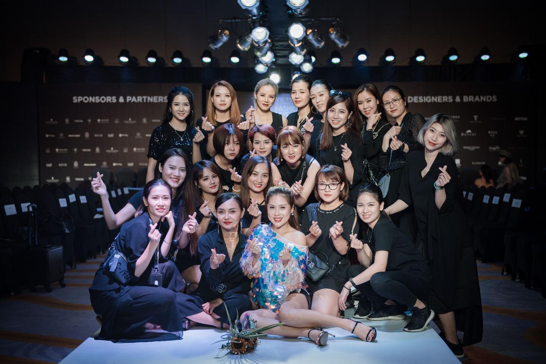 Ekip của chuyên gia trang điểm nổi tiếng Tina Lê tiếp tục đồng hành cùng VIFW Thu – Đông 2018 - Ảnh 18.
