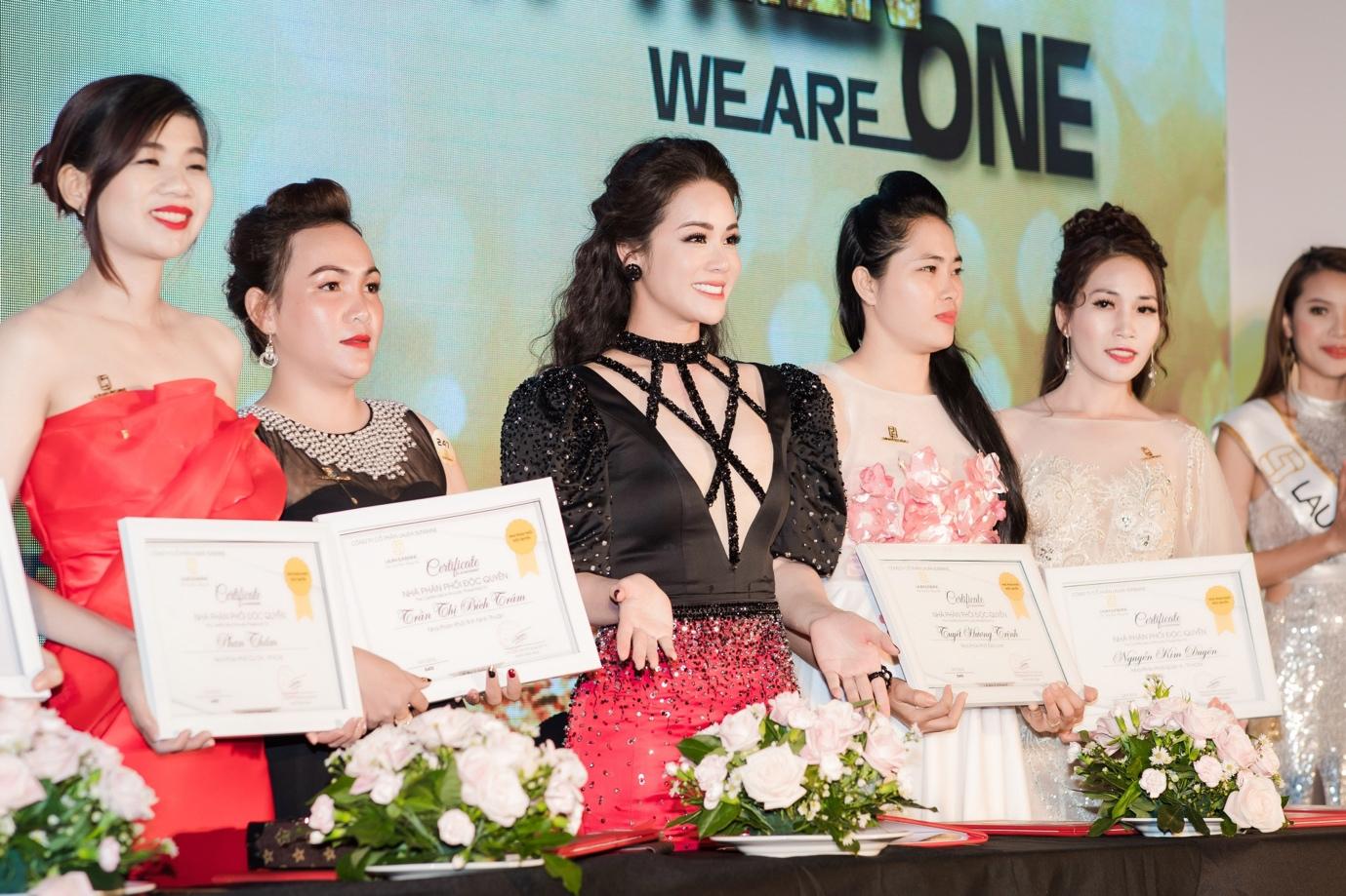 Nhật Kim Anh mạnh tay chi tiền tỉ cho sự kiện tri ân khách hàng sau 9 tháng ra mắt thương hiệu mỹ phẩm riêng - Ảnh 7.