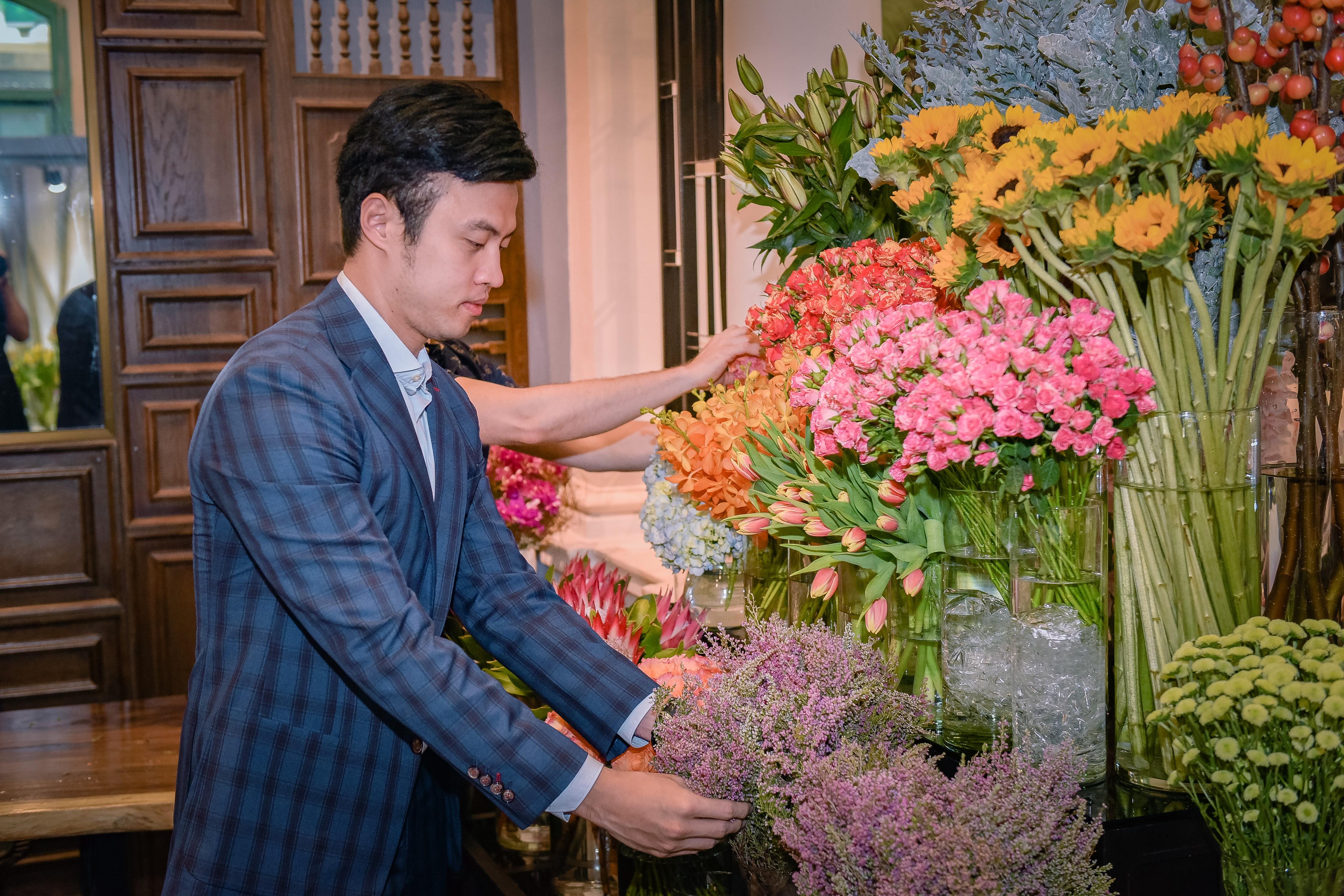 Dịp 20/10, Shark Khoa mở thương hiệu hoa mới bán 24/7 cho phái đẹp - Ảnh 1.