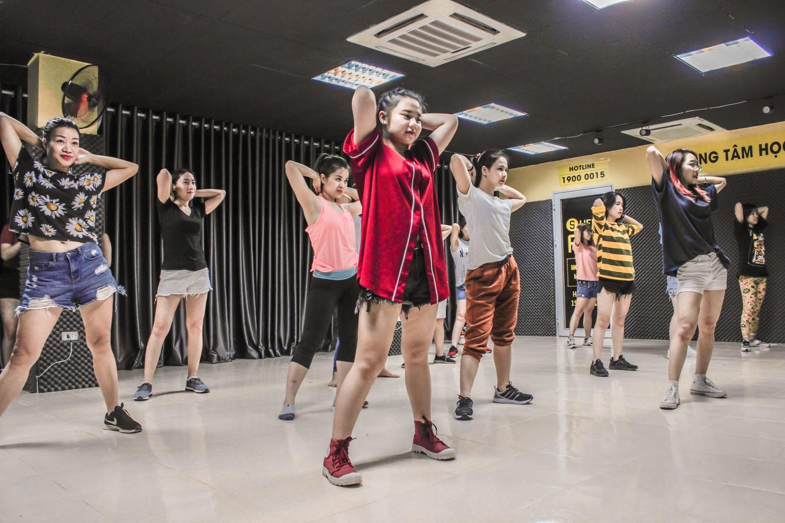 Sweet Art chinh phục nút bạc Youtube – Hành trình của một trung tâm học nhảy vô danh - Ảnh 1.