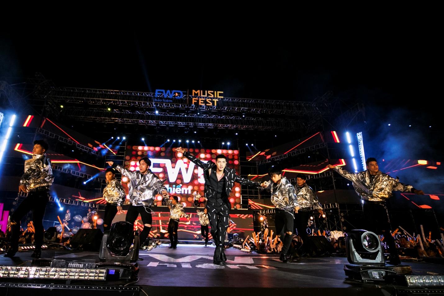 FWD Music Fest thành công mỹ mãn trong sự reo hò của 20.000 khán giả - Ảnh 2.