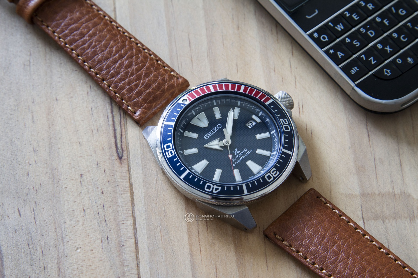 Bộ sưu tập dây da được các thương hiệu đồng hồ nổi tiếng thế giới ưa chuộng - Ảnh 8.