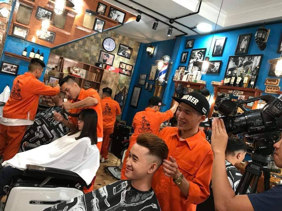 Đông Tây Barbershop – Tiệm cắt tóc cực chất tại Sài Gòn - Ảnh 4.