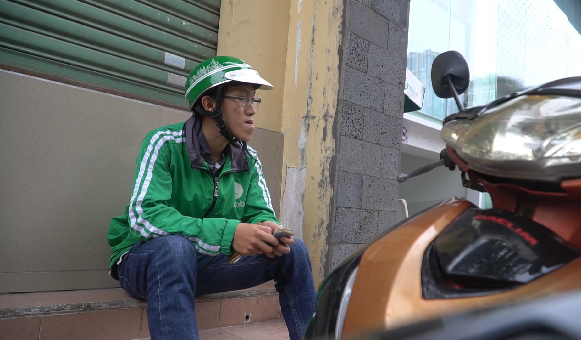 """Cuộc đời cơ cực của chàng thạc sĩ 9x với gương mặt dị tật: """"Tôi chỉ dám đi chạy xe, phụ quán, rửa chén vì ai cũng chê xấu xí"""" - Ảnh 7."""