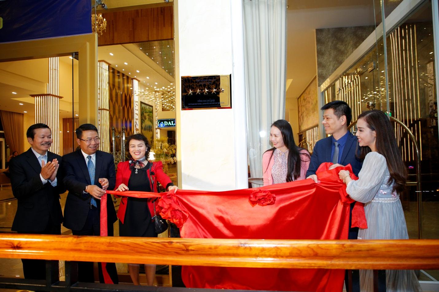 Khách sạn Ladalat chính thức được công nhận là khách sạn 5 sao - Ảnh 3.