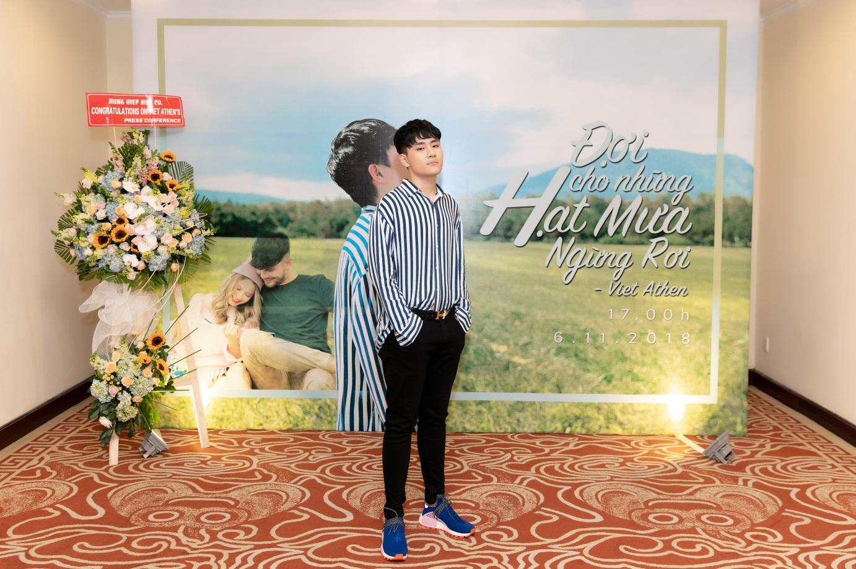 """Việt Athen hợp tác cùng hot boy """"Bùa yêu"""" trong MV """"Đợi cho những hạt mưa ngừng rơi"""" - Ảnh 2."""