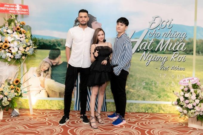 """Việt Athen hợp tác cùng hot boy """"Bùa yêu"""" trong MV """"Đợi cho những hạt mưa ngừng rơi"""" - Ảnh 4."""