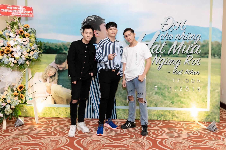 """Việt Athen hợp tác cùng hot boy """"Bùa yêu"""" trong MV """"Đợi cho những hạt mưa ngừng rơi"""" - Ảnh 7."""
