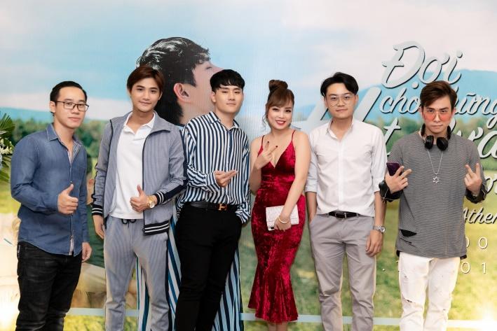 """Việt Athen hợp tác cùng hot boy """"Bùa yêu"""" trong MV """"Đợi cho những hạt mưa ngừng rơi"""" - Ảnh 8."""