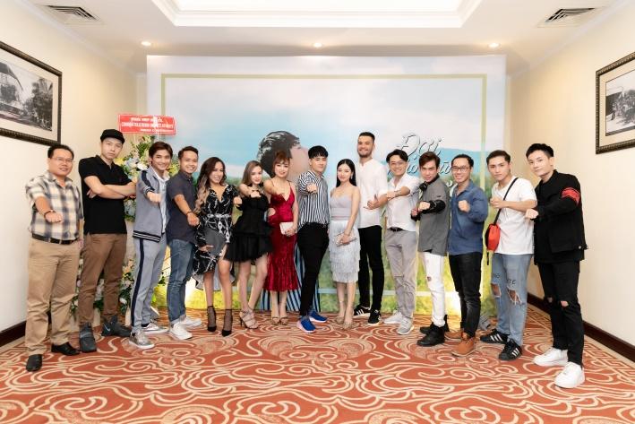 """Việt Athen hợp tác cùng hot boy """"Bùa yêu"""" trong MV """"Đợi cho những hạt mưa ngừng rơi"""" - Ảnh 9."""