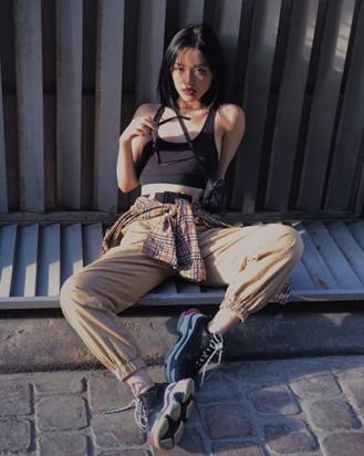 """Những thương hiệu thời trang đang """"gây bão"""" streetstyle của sao Việt - Ảnh 4."""