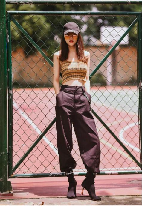 """Những thương hiệu thời trang đang """"gây bão"""" streetstyle của sao Việt - Ảnh 14."""