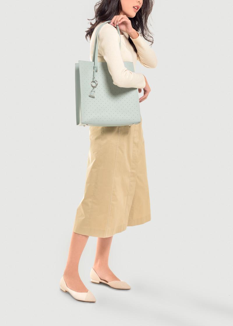 Gợi ý 4 món phụ kiện thời trang khuấy động dịp cuối năm - Ảnh 2.