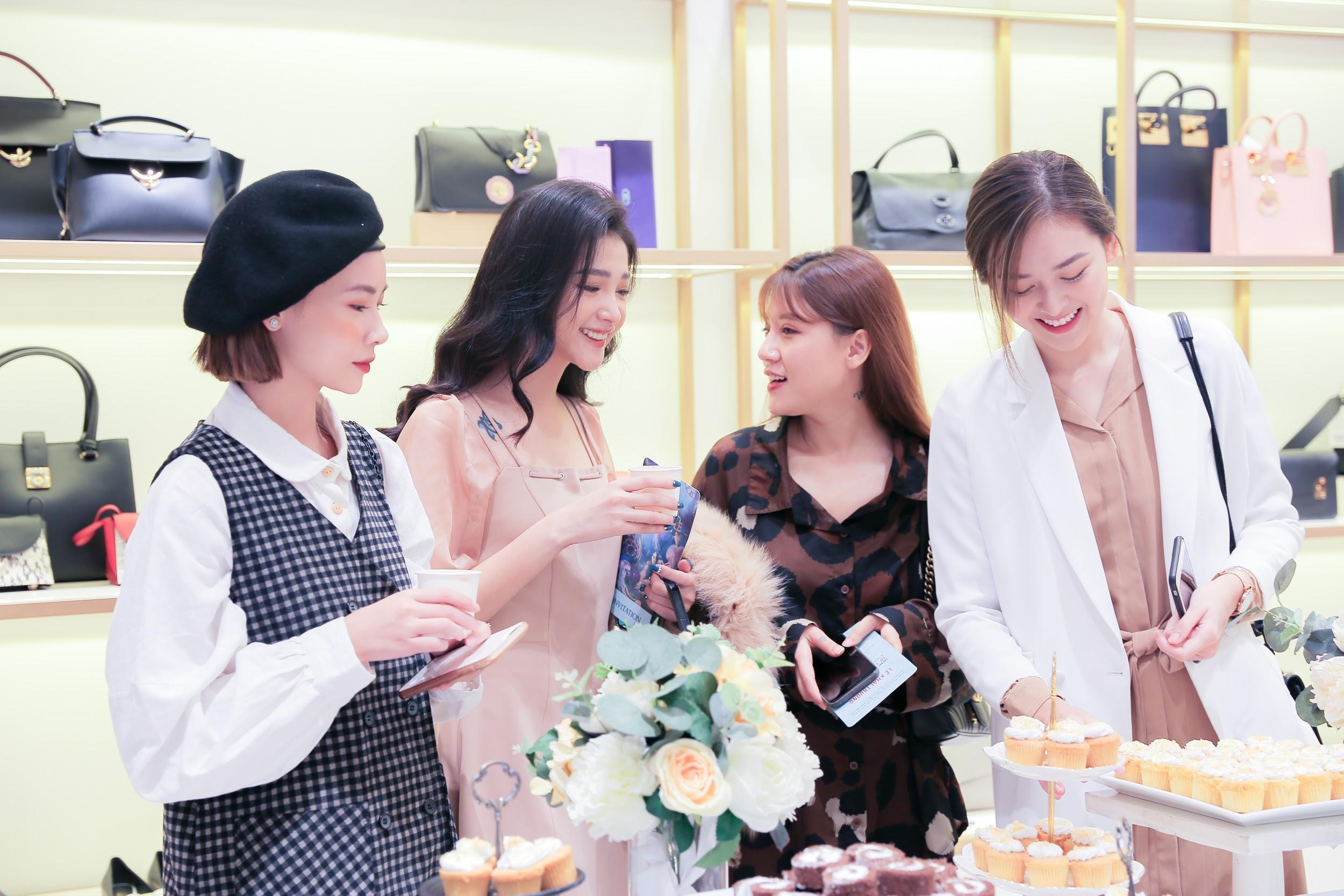 """Cặp đôi The Face Đồng Ánh Quỳnh, Khánh Linh hội ngộ, hoá thân thành đôi """"soái tỷ rủ nhau đi mua sắm - Ảnh 8."""