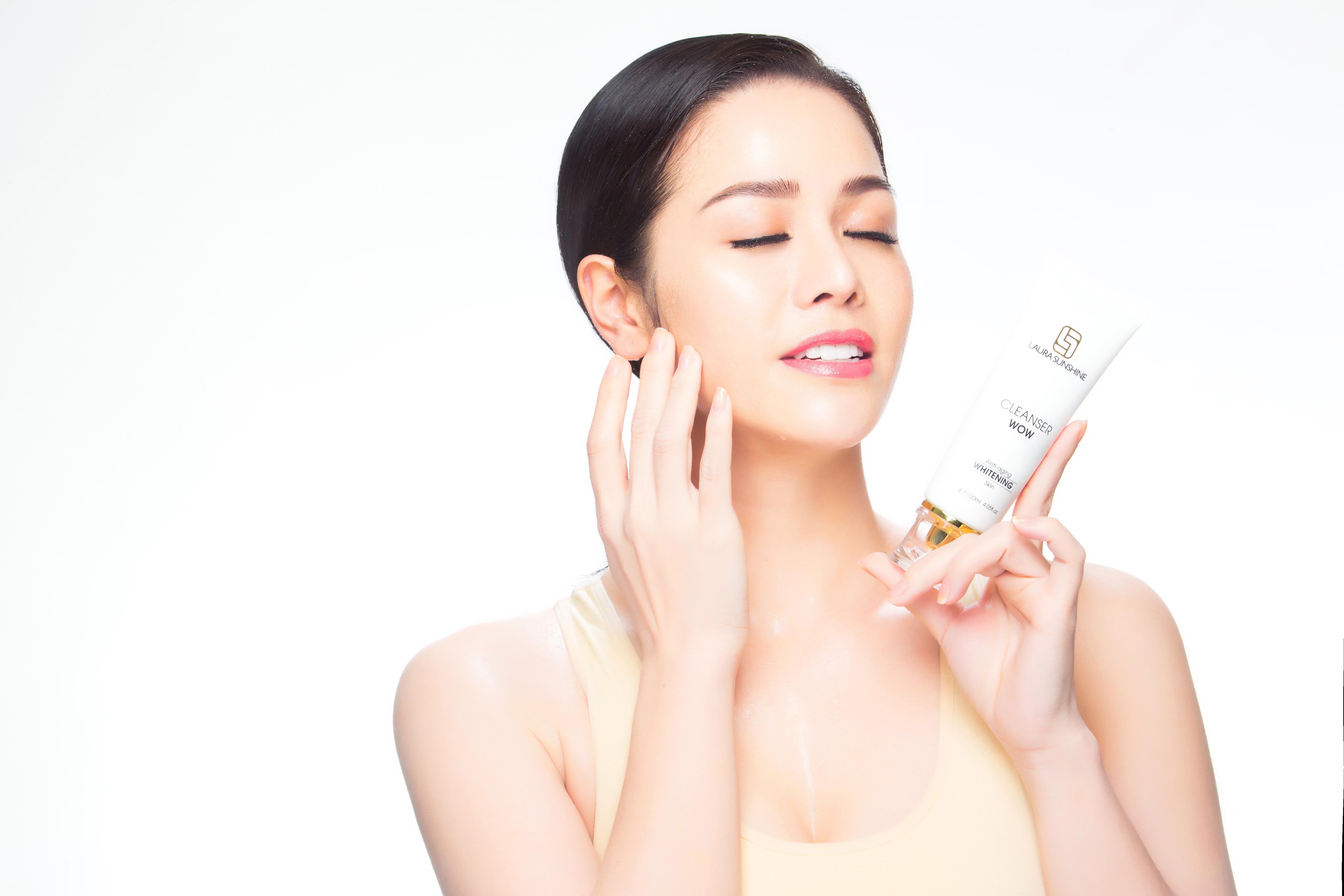 Học hỏi Nhật Kim Anh chăm sóc da với bộ tẩy trang toàn diện và xịt tinh chất hoa hồng - Ảnh 1.