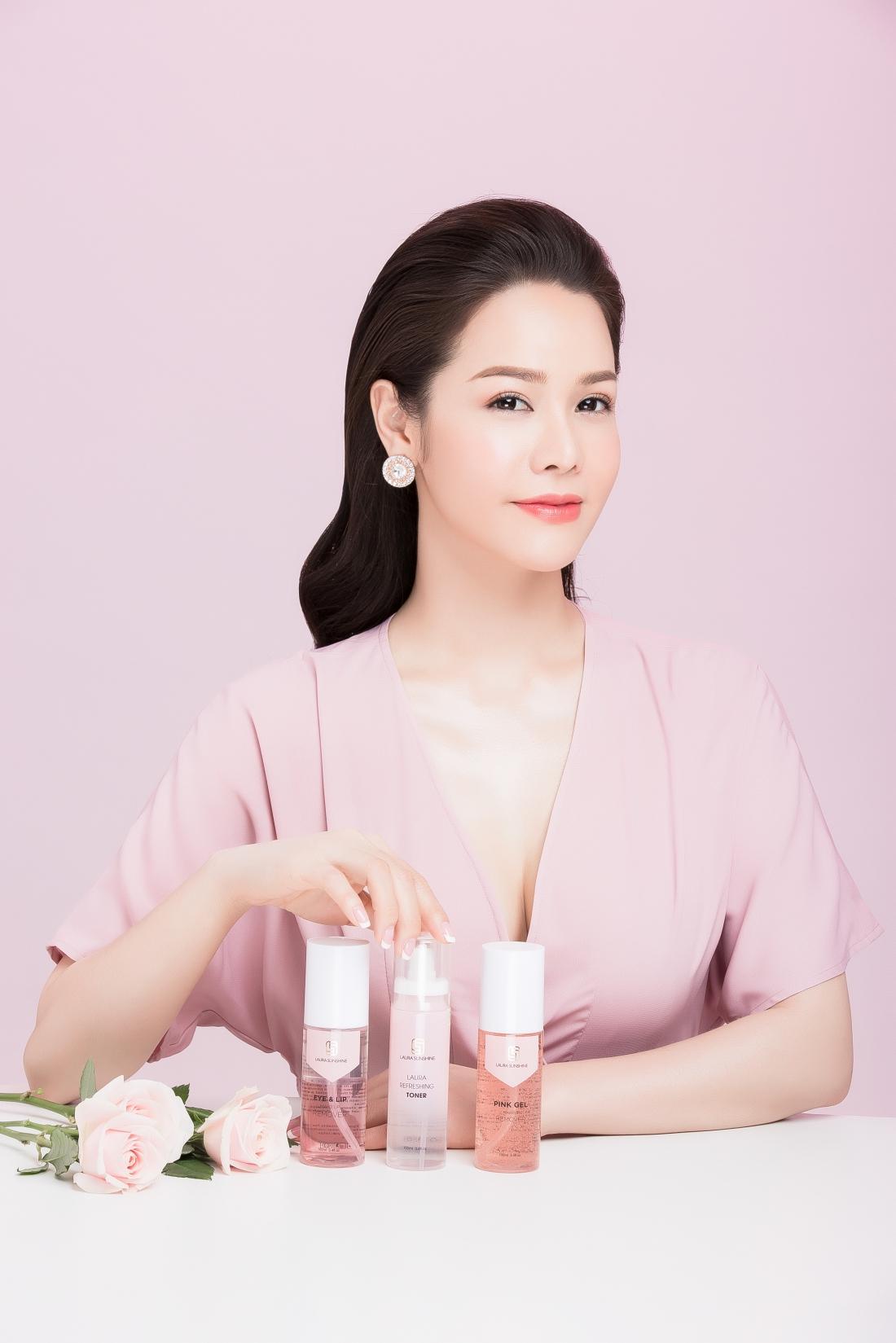Học hỏi Nhật Kim Anh chăm sóc da với bộ tẩy trang toàn diện và xịt tinh chất hoa hồng - Ảnh 3.