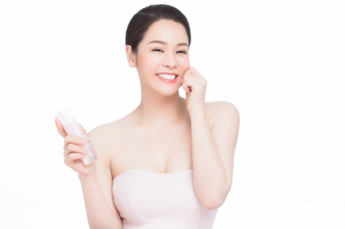Học hỏi Nhật Kim Anh chăm sóc da với bộ tẩy trang toàn diện và xịt tinh chất hoa hồng - Ảnh 4.