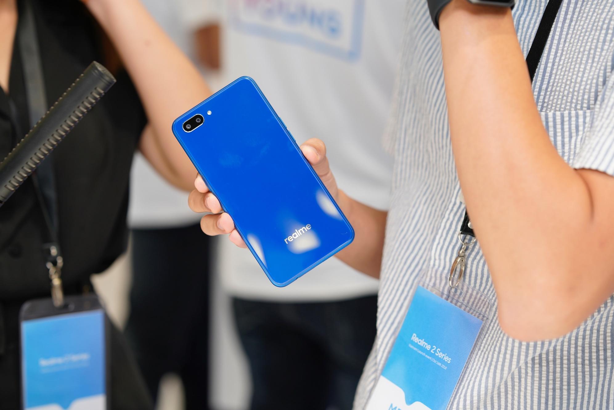 Realme C1 phiên bản màu xanh chính thức được bán ra từ ngày 26/11 trên kênh  online của TGDĐ và FPT Shop