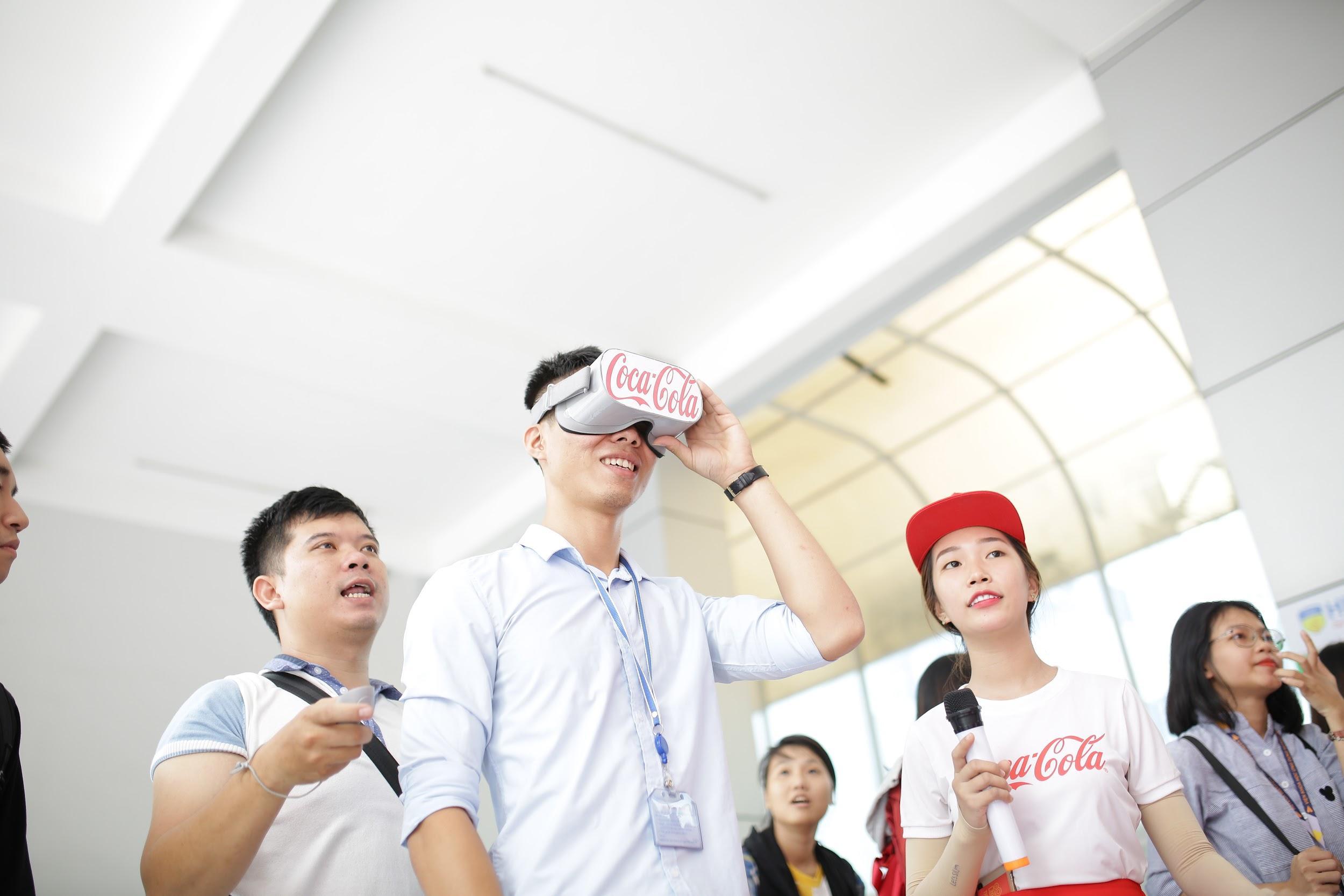 """Loạt ảnh rạng ngời của sinh viên trong sự kiện """"Cùng Coca-Cola tri ân thầy cô"""" - Ảnh 3."""