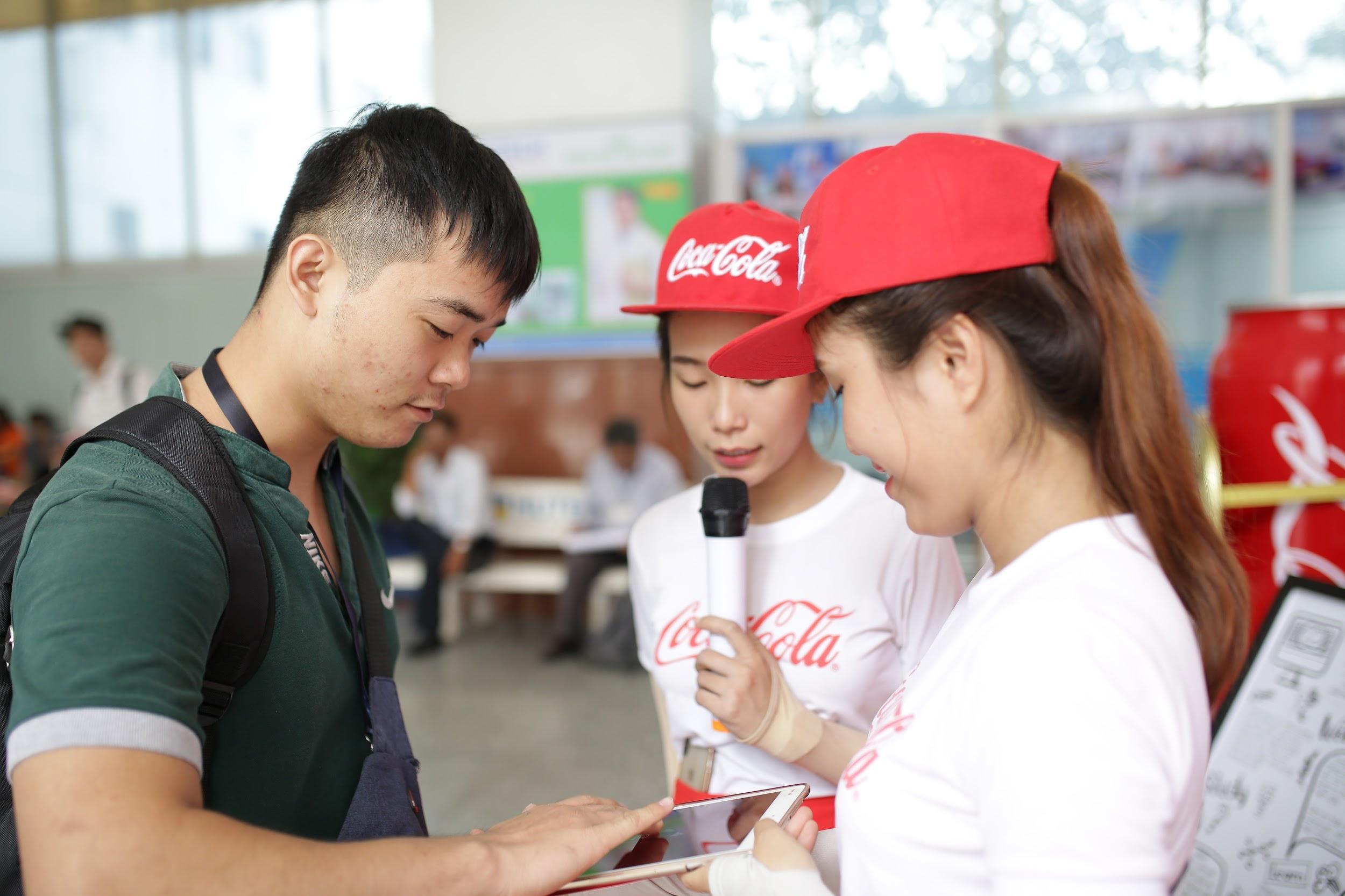 """Loạt ảnh rạng ngời của sinh viên trong sự kiện """"Cùng Coca-Cola tri ân thầy cô"""" - Ảnh 4."""