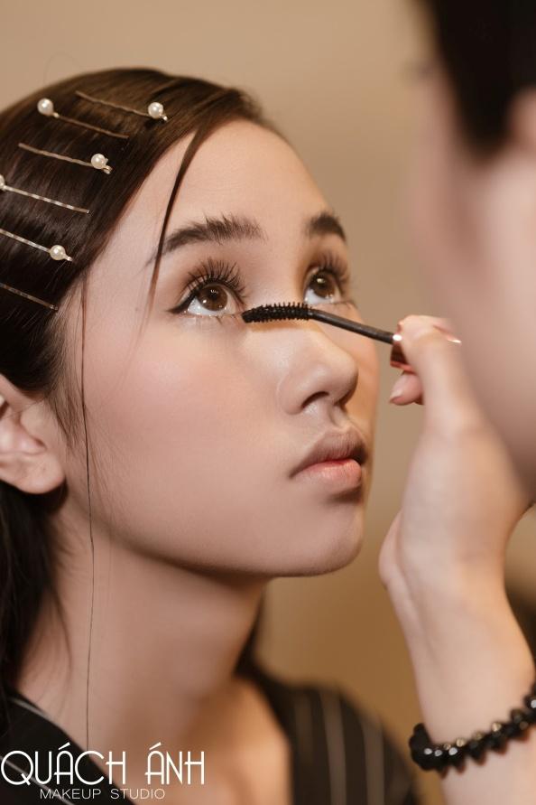 """Quách Ánh make-up: Người rắc """"bụi phép"""" vào các fashion show Việt - Ảnh 3."""