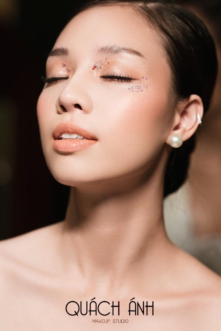 """Quách Ánh make-up: Người rắc """"bụi phép"""" vào các fashion show Việt - Ảnh 9."""