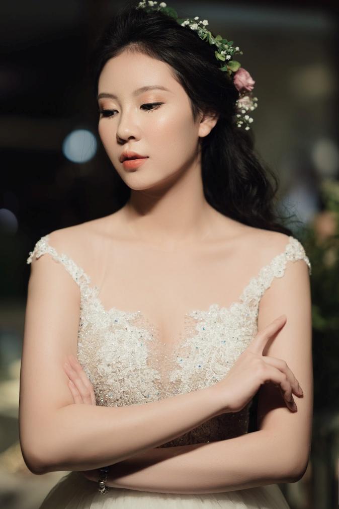 """Quách Ánh make-up: Người rắc """"bụi phép"""" vào các fashion show Việt - Ảnh 12."""