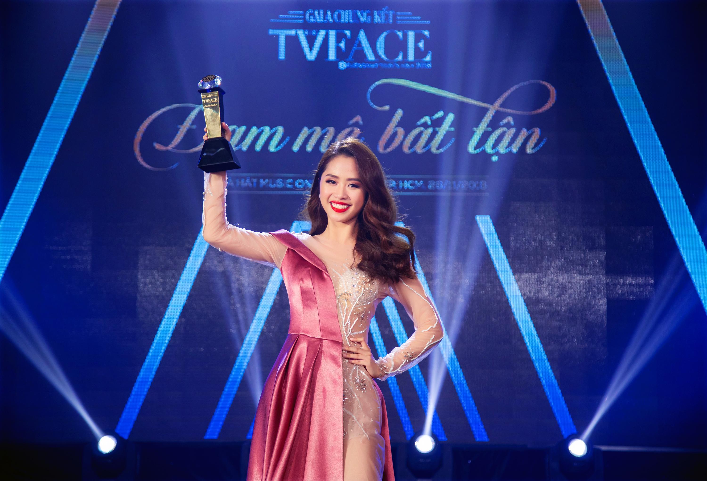 Cô gái 19 tuổi giành quán quân Gương mặt truyền hình 2018 - Ảnh 1.
