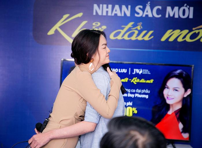 Ca sĩ Phạm Quỳnh Anh bất ngờ trước nhan sắc mới của thạc sĩ xe ôm Duy Phương - Ảnh 8.