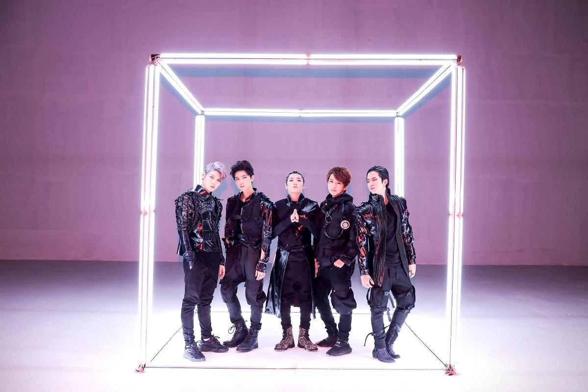 Hơn 6 triệu views, Han Sara và Uni5 khiến fan nức lòng với MV Phá Đảo Thế Giới Ảo - Ảnh 4.