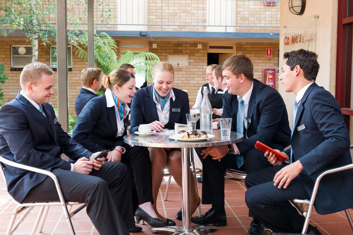 Du học Úc – Người người đổ xô đi học ngành Nhà hàng, Khách sạn, liệu có phải quyết định đúng đắn hiện nay? - Ảnh 1.