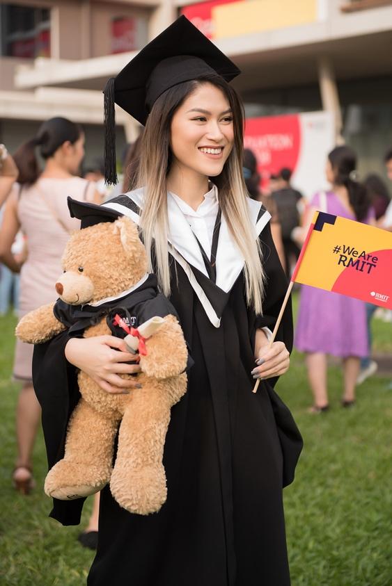Ngọc Thanh Tâm nhận bằng tốt nghiệp loại giỏi trường đại học quốc tế - Ảnh 1.
