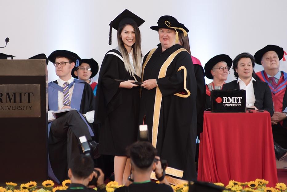 Ngọc Thanh Tâm nhận bằng tốt nghiệp loại giỏi trường đại học quốc tế - Ảnh 4.