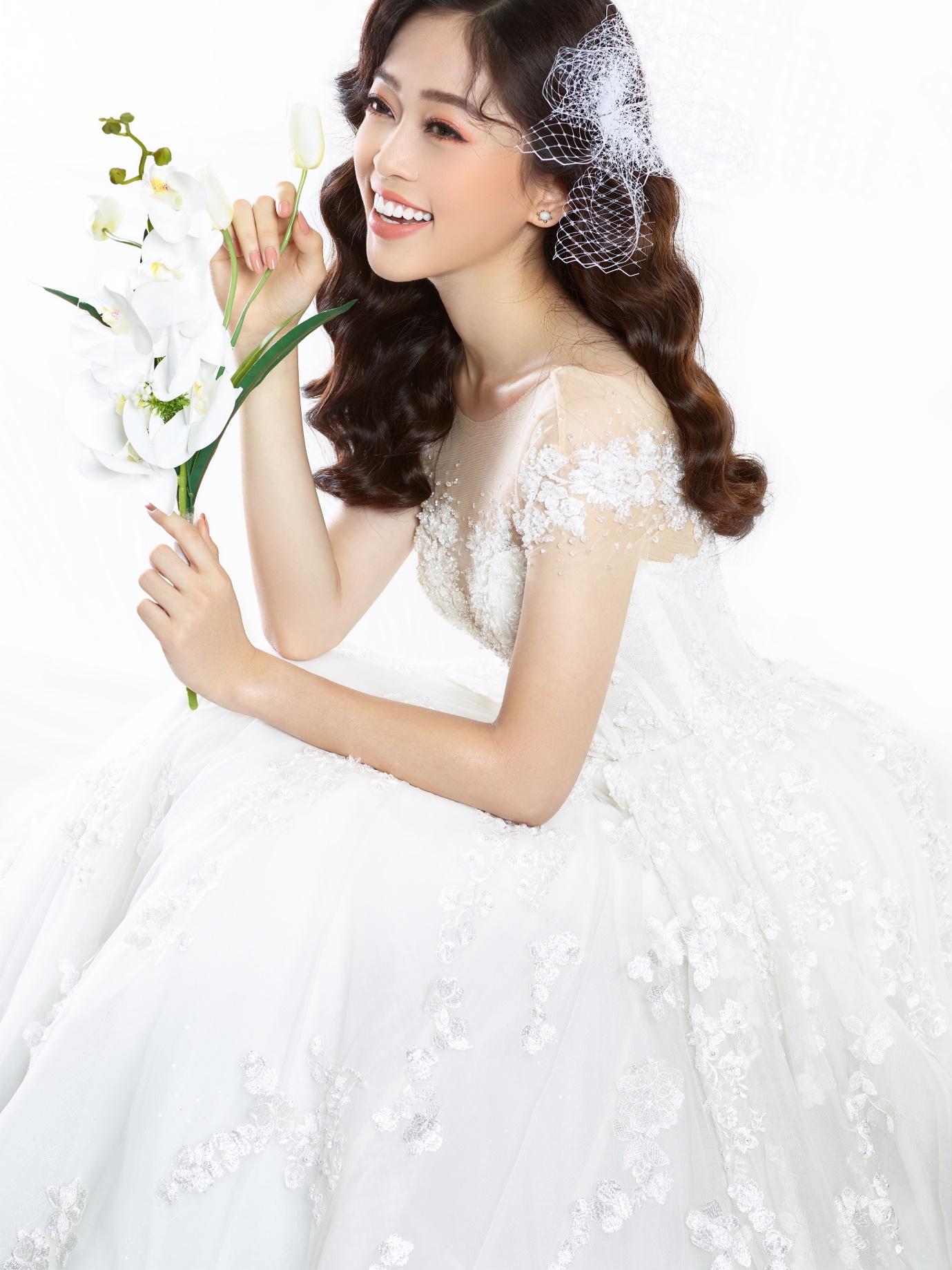 Ngắm Á hậu Bùi Phương Nga đẹp ngẩn ngơ trong BST váy cưới - Ảnh 6.