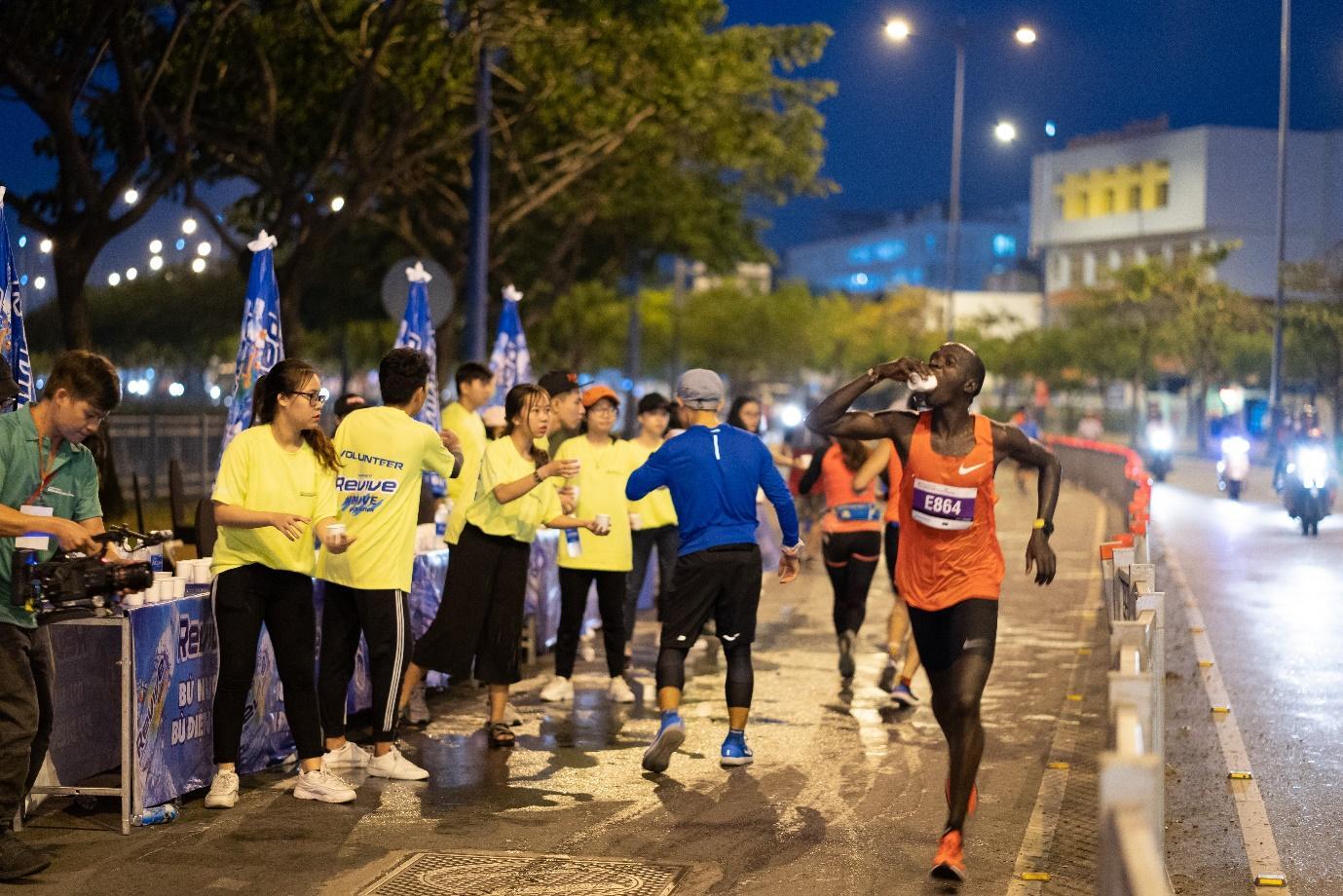 50 sắc thái độc lạ của các runners trên đường chạy marathon - Ảnh 7.