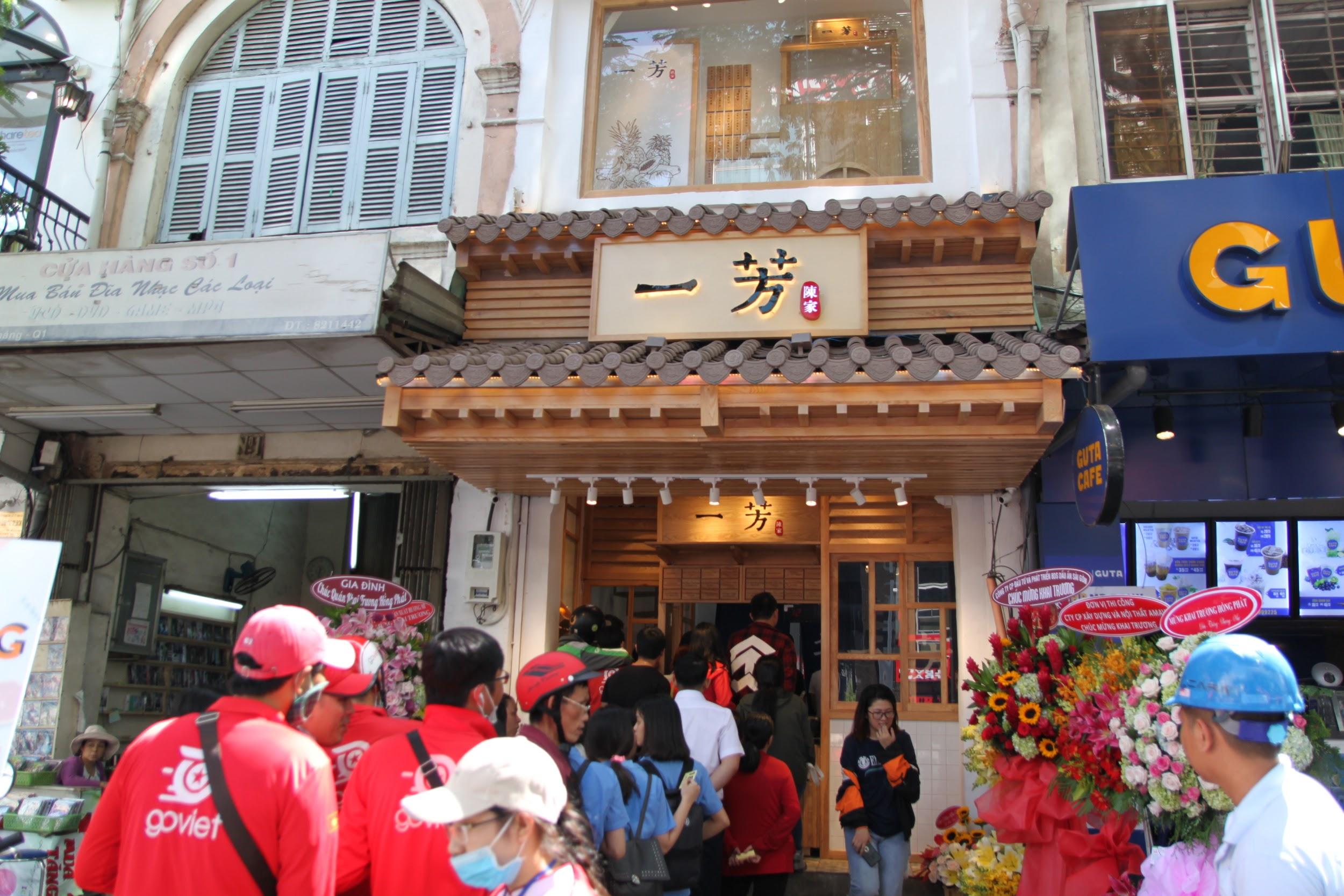 ''Xông đất'' Yifang ngay cạnh phố đi bộ Nguyễn Huệ - Ảnh 2.