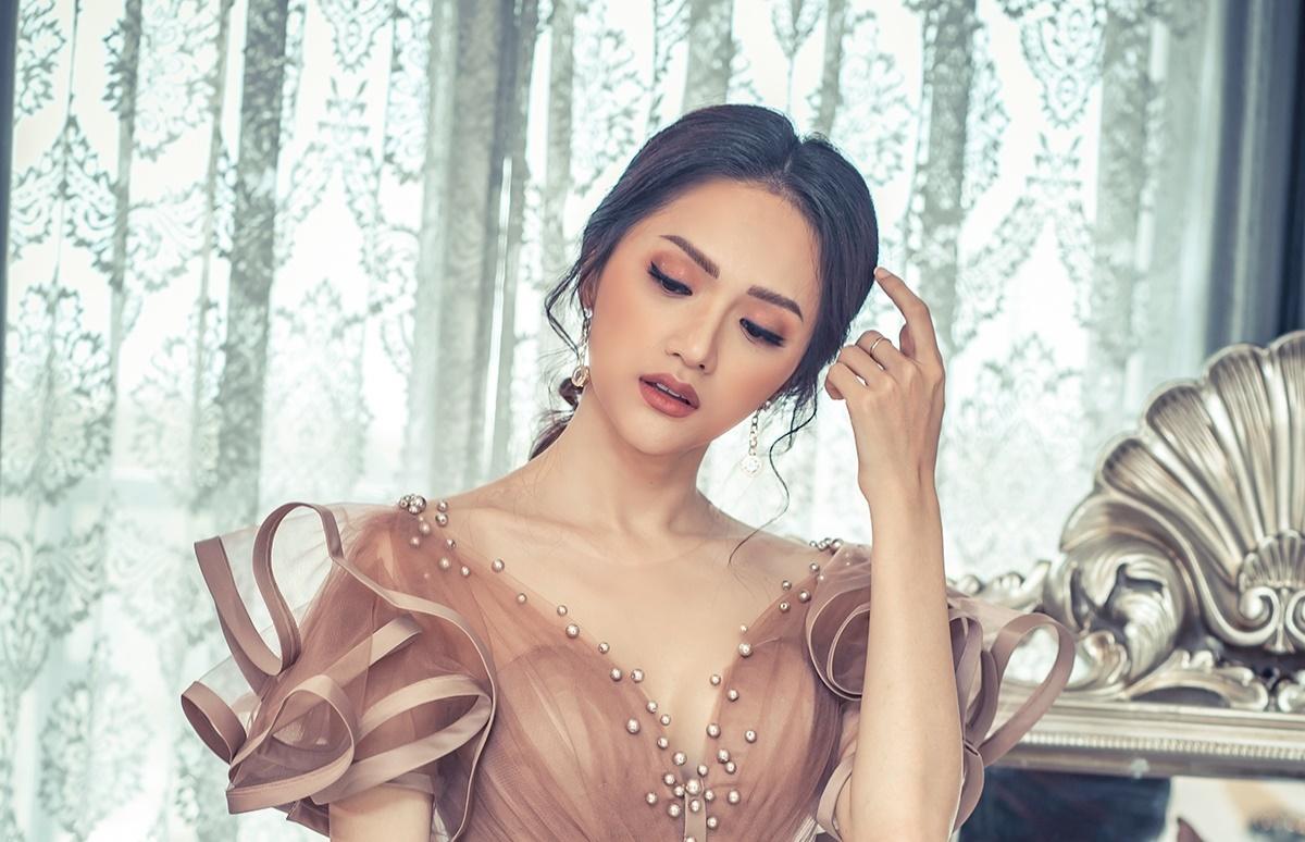 """Hương Giang và Di Băng sẽ cùng """"đọ dáng"""" trong fashionshow của Joli Poli - Ảnh 1."""