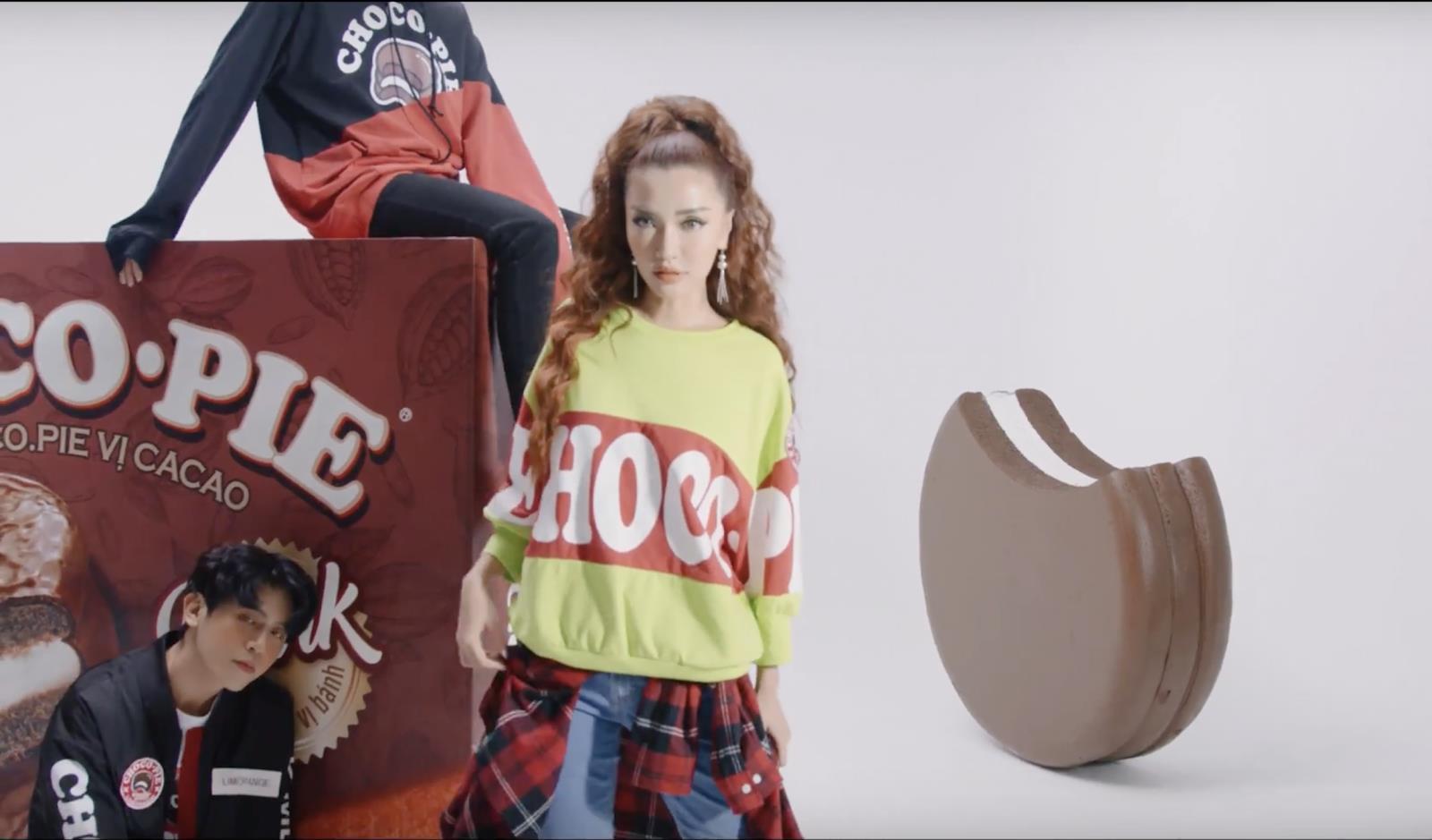 Bích Phương lại tiếp tục cùng hãng bánh tuổi thơ gây sốt với videography thời trang đốn tim fan - Ảnh 4.
