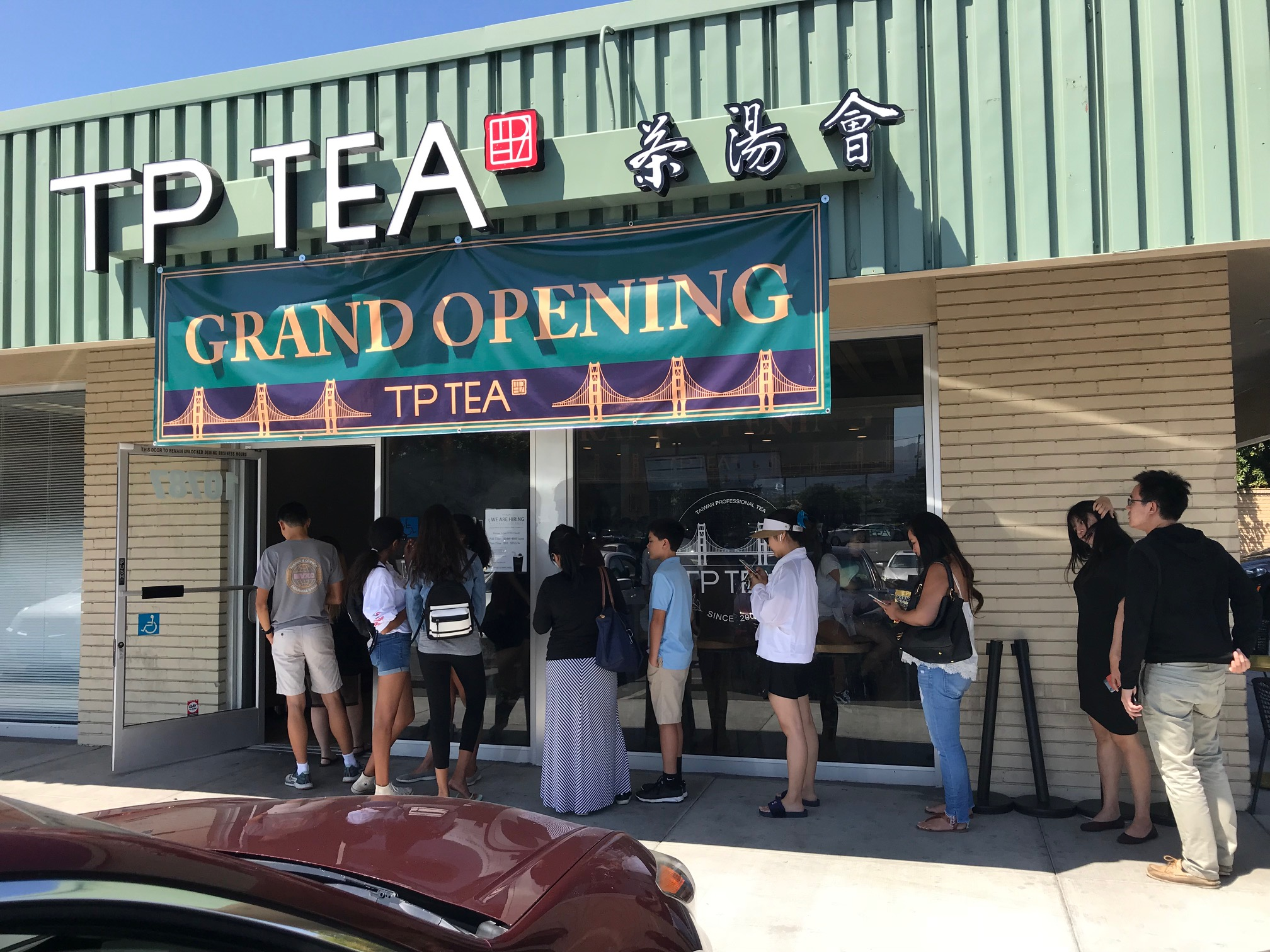 """Giới trẻ xôn xao về thương hiệu trà sữa """"cội nguồn"""" TP TEA du nhập về Việt Nam - Ảnh 1."""