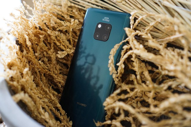 Chiêm ngưỡng tân binh Huawei Mate 20 Pro không chỉ đẹp mà còn mạnh mẽ - Ảnh 2.