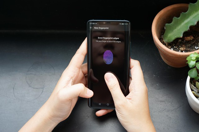 Chiêm ngưỡng tân binh Huawei Mate 20 Pro không chỉ đẹp mà còn mạnh mẽ - Ảnh 3.