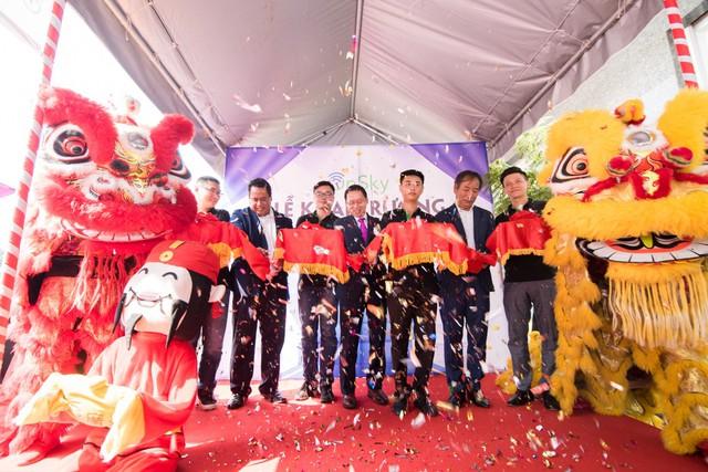 Khai trương showroom chính thức sản phẩm và giải pháp smart home OnSky tại Việt Nam - Ảnh 1.