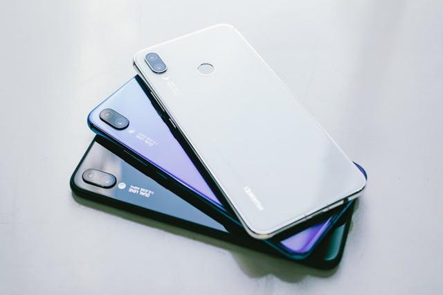 Huawei Nova 3i là minh chứng rõ rệt nhất cho thấy màu trắng chưa bao giờ nhàm chán trên smartphone - Ảnh 1.
