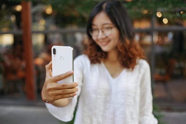 Huawei Nova 3i là minh chứng rõ rệt nhất cho thấy màu trắng chưa bao giờ nhàm chán trên smartphone - Ảnh 4.