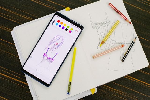 Hãy nhìn cách cô gái này dùng S-Pen, bạn sẽ tin rằng Galaxy Note9 thực sự hữu ích trong công việc - Ảnh 2.