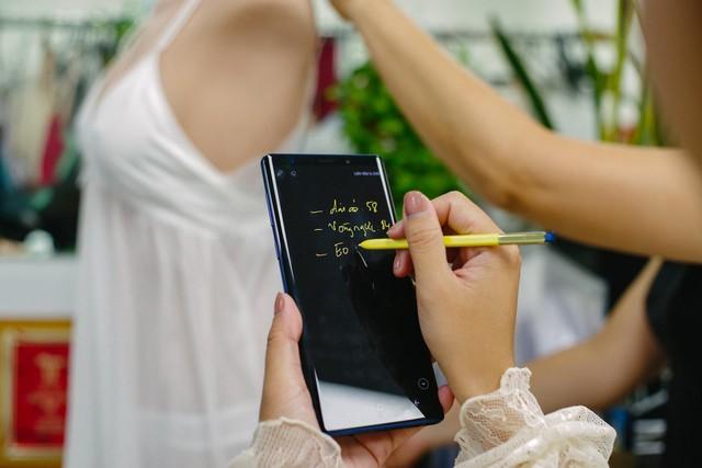 Hãy nhìn cách cô gái này dùng S-Pen, bạn sẽ tin rằng Galaxy Note9 thực sự hữu ích trong công việc - Ảnh 3.