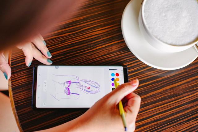 Hãy nhìn cách cô gái này dùng S-Pen, bạn sẽ tin rằng Galaxy Note9 thực sự hữu ích trong công việc - Ảnh 5.